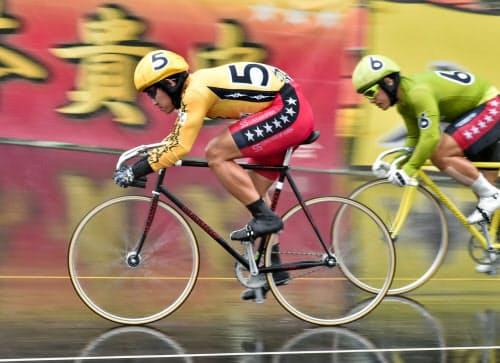 第12レースを制した脇本雄太(和歌山競輪場)=共同