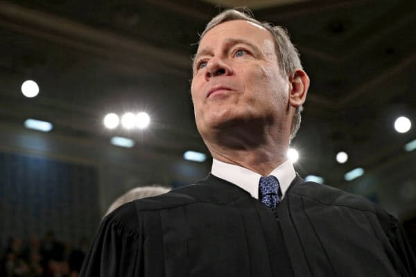 ロバーツ米最高裁長官は判事を痛烈に批判するトランプ大統領に反論する異例の声明を出したことがある=ロイター