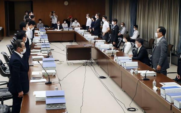 「大阪都構想」の制度案を可決した法定協議会(19日、大阪市役所)