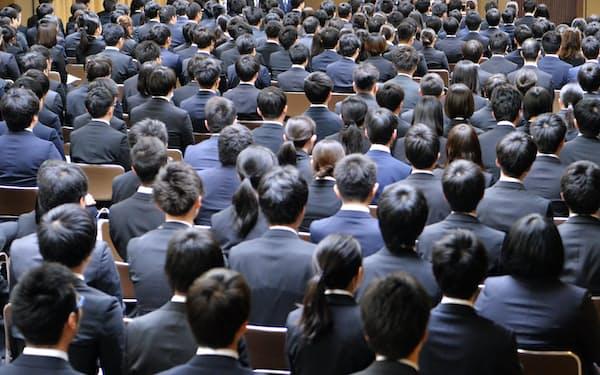 春に一斉入社させる日本企業の採用に変化も