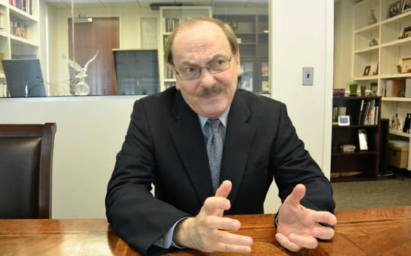 Kent E. Calder 米ハーバード大博士。ジョンズ・ホプキンス大(SAIS)副学長。72歳。