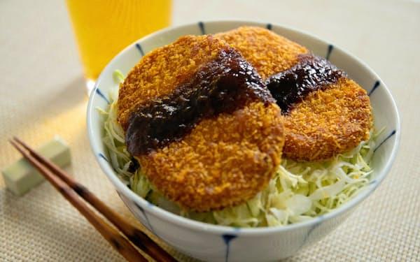 ハムカツを再現したカネテツデリカフーズの「肉味お魚カツ」はボリュームたっぷり