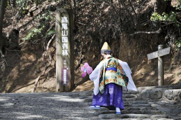 日本遺産に認定された東京都の「霊気満山 高尾山」に含まれる「高尾山春季大祭」(八王子市)=共同
