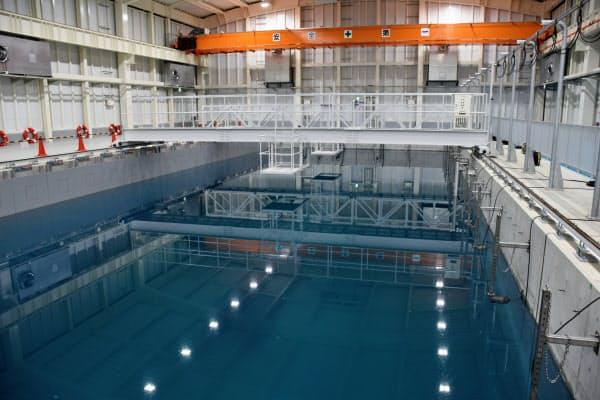 水中ロボット試験用のプールは水深7メートル。水流も起こせる