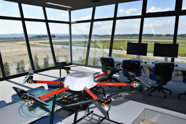 ドローン試験飛行用の管制塔を備える