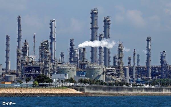 石油メジャーによる原油関連の減損が相次ぐ(英蘭ロイヤル・ダッチ・シェルの製油所=ロイター)