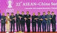 新型コロナの影響で、今回はテレビ会議形式となる(2019年11月の中国とASEANの首脳会議)=共同