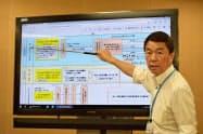 避難計画の了承を受け、今後の手続きについて説明する村井知事(22日、宮城県庁)