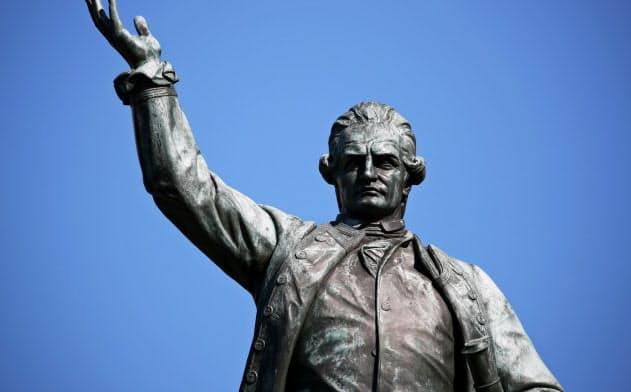オーストラリアでは、クック船長の像が反植民地主義運動の新たな火種となっている=ロイター