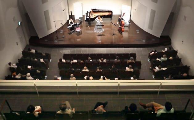 客席の間隔を空けて開催されたコンサート(22日、名古屋市中区の宗次ホール)