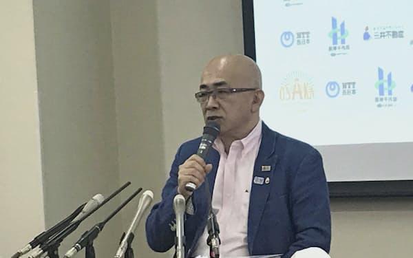 記者会見する大阪観光局の溝畑理事長(22日、大阪市)