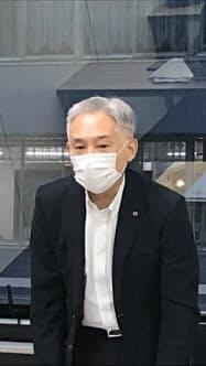 会長就任後、初めての会見をする野沢氏(22日午後、東京都中央区)