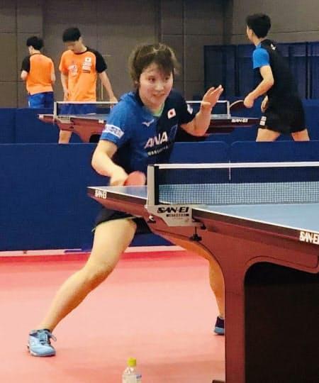 卓球のナショナルチームの合宿が再開され、練習する平野美宇(22日、味の素ナショナルトレーニングセンター)=日本卓球協会提供・共同
