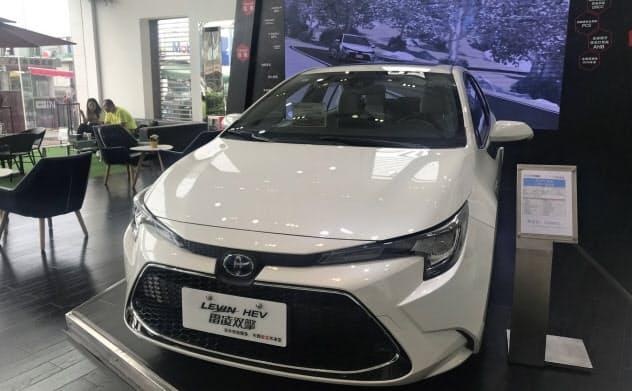 トヨタは中国でのHV販売比率をグループ全体で約3割に高める計画だ(広州市の販売店)