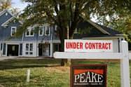 新型コロナ対応の外出制限で5月の米中古住宅販売は9年7カ月ぶりの低水準に=ロイター