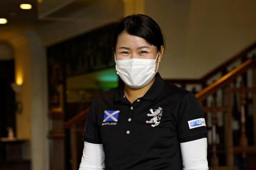 アース・モンダミンカップの公式練習日、マスク姿でコースに現れた笑顔の畑岡奈紗(23日)=ゲッティ/JLPGA提供