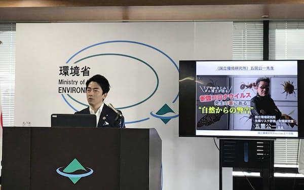 小泉環境相は新型コロナ後の日本を考える勉強会を立ち上げると発表した(23日、環境省内)