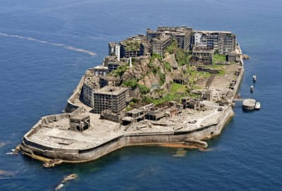 長崎市の端島炭坑(通称・軍艦島)=共同