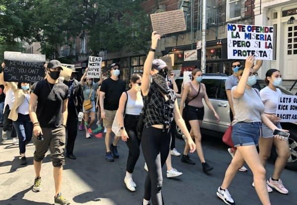 デモの参加者に白人が多いのが特徴(19日、ニューヨーク)