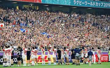 昨年のラグビーW杯1次リーグで日本代表はスコットランドを破り8強入り。チケット販売増加にもつながった=共同