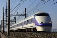 東武鉄道と東武トップツアーズは「社会的距離」に配慮した旅行商品を発売した(特急「スペーシア」)
