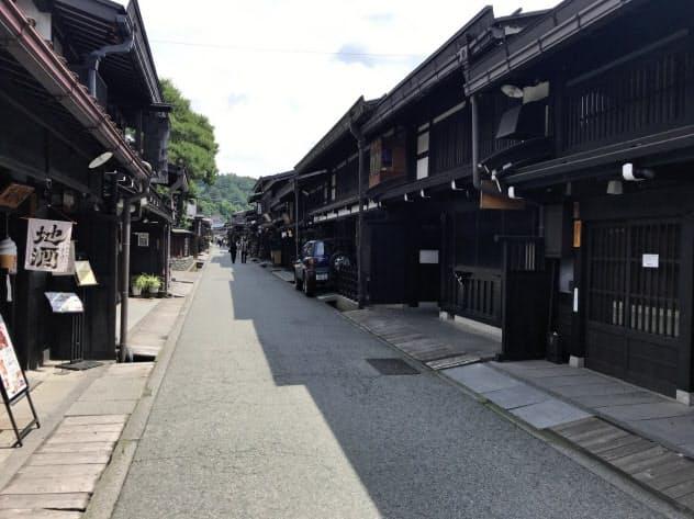 新型コロナで人影はまばらに(岐阜県高山市の古い町並み、6月15日)