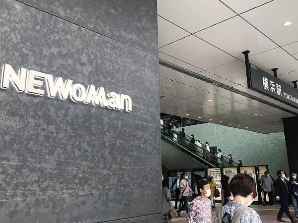 新型コロナの影響で開業延期となっていたニュウマン横浜が24日、オープンした(横浜市)