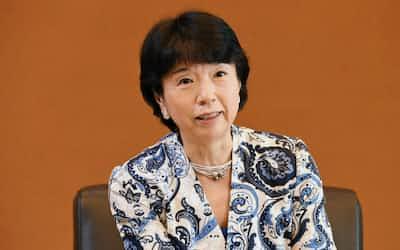 Nikkei Financialのインタビューに応じる大田弘子・みずほフィナンシャルグループ取締役会前議長