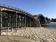 錦帯橋近くの山口銀行錦帯橋支店を観光施設に改装する。