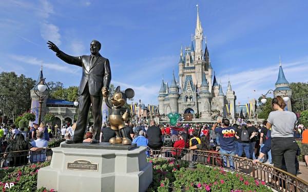フロリダ州では「ディズニーワールド」の従業員が営業再開の延期を求めている(2019年1月)=AP