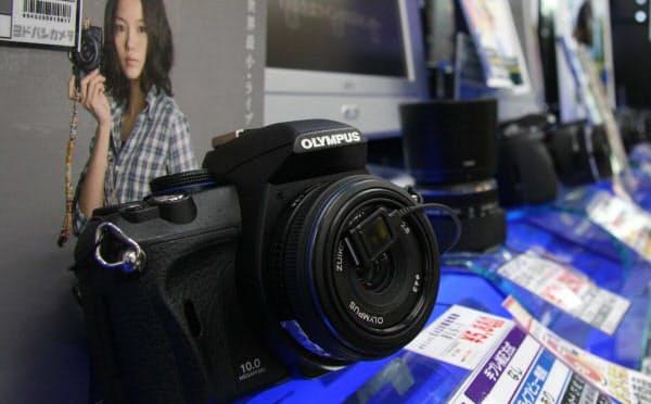 オリンパスのカメラは値ごろ感と質感にも高い評価があった(2008年撮影、東京都内の家電量販店)