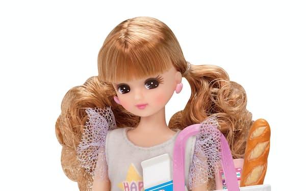 タカラトミーが発売した人形セット「LD-14 ハッピーショッピング」。エコバッグを付属品にした((C) TOMY)