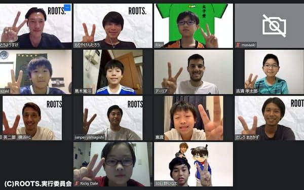 2回目のトークイベントでは太子堂フットボールクラブの小学生と交流した(17日)(C)ROOTS.実行委員会