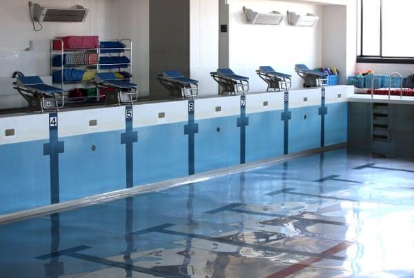 部活が休止となった3月以降、水が張られていない屋内プール(10日、東京都文京区の日大豊山高校)