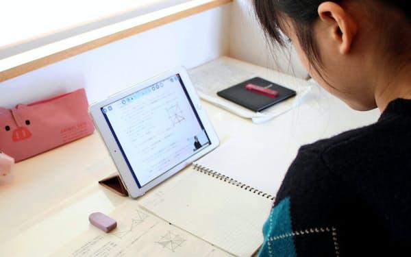 教育市場でWindowsパソコンの独占が崩れ、グーグルやアップルの端末の採用が大きく伸びる見通しだ