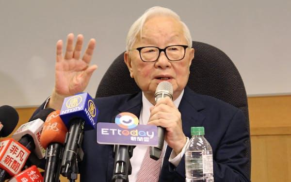 ファウンドリービジネスを1代で築き上げたTSMCの張忠謀氏(2018年、台湾・新竹市のTSMC本社で最後の記者会見に臨む)
