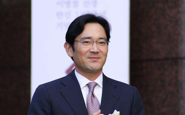 サムスンの李在鎔副会長は、「半導体ビジョン2030」を示し、ファウンドリーを含むシステム半導体で世界首位奪取を宣言した。