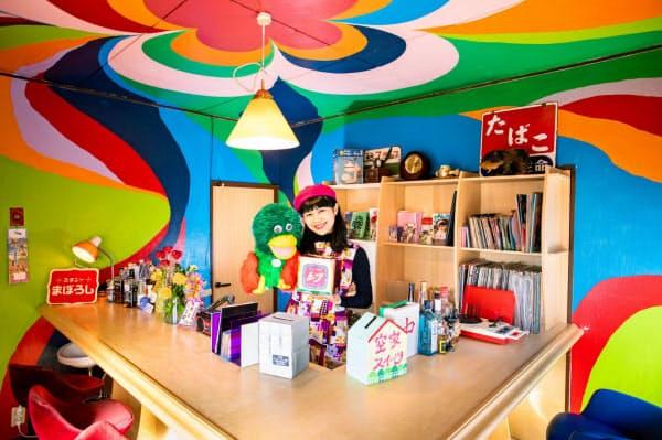 菅沼さんが運営するカフェ「ニュー喫茶幻」を拠点にスイーツを販売する(埼玉県鳩山町)