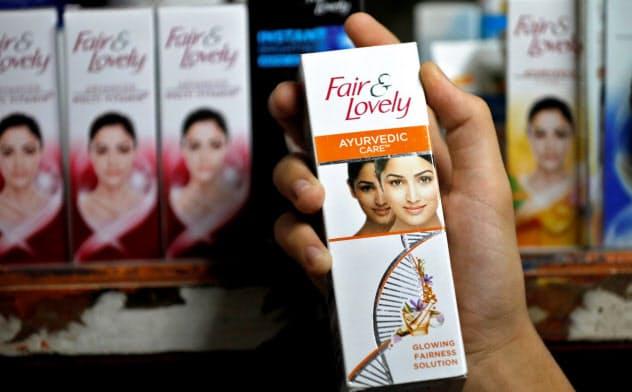 ユニリーバはインドで人気の美白クリームのブランド名やパッケージデザインを刷新する=ロイター