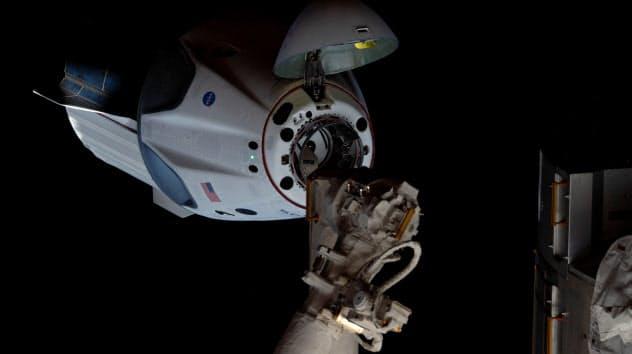 ISSに到着したスペースXのクルードラゴン=NASA提供