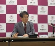 工学教育で6年一貫型のカリキュラム導入を発表する、九州大学の久保千春学長(26日、福岡市)