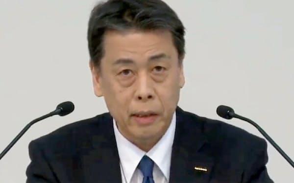 オンラインで記者会見する日産の内田誠社長(5月)