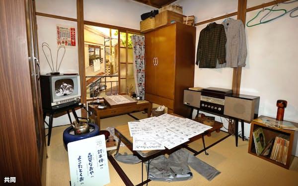 漫画家の居室を再現した展示(27日午前、東京都豊島区のトキワ荘マンガミュージアム)=共同