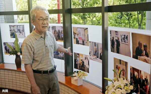 横田滋さんとの思い出を語る「あさがおの会」の田島忠代表(17日、川崎市)=共同