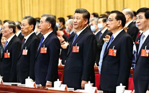 習近平指導部は南シナ海で支配権を強める動きを見せている(2020年5月25日、北京の人民大会堂)=共同