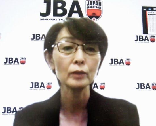 28日、オンラインで取材に応じる、日本バスケットボール協会の三屋裕子会長=共同
