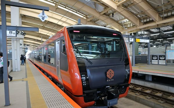 8月1日から運行再開するJR東日本の快速列車「海里」(2019年9月、新潟市)