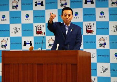 鈴木市長は、リニアが開業すれば「こだま」や「ひかり」の重要性が高まると期待する(29日午後、浜松市)
