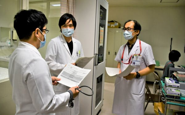 東京医科歯科大学病院のメンタルヘルスケアチームの精神科医ら=同病院提供