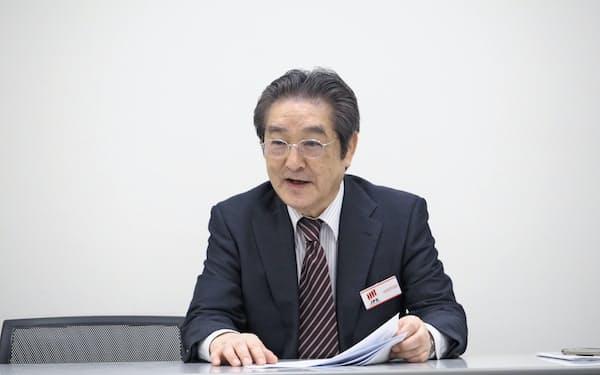 記者会見するエブレンの上村正人社長(29日、東京・中央の東京証券取引所)